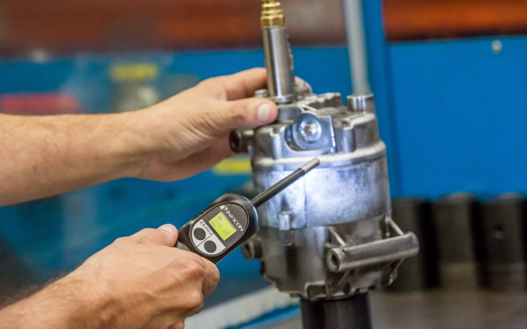 ¿Qué maquinaria es necesaria para la sustitución de un compresor de aire acondicionado?